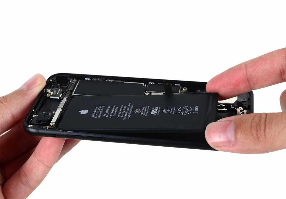 Вытаскивание компонента iPhone 7